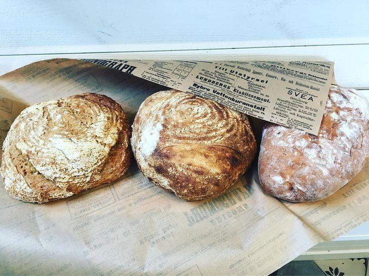 Packar bröd till kunderfredagsmys#fredagsmys #torslanda #göteborg #bakery #välkomna