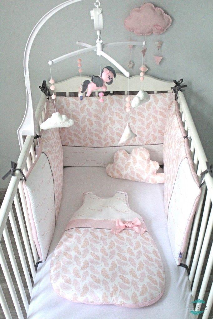 Une petite Princesse aura bientôt une jolie chambre remplie de douceur : du rose, des petites plumes, des yeux dormant.  Eveline, la maman, m'a fait confianc