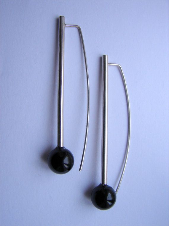Black Star earrings, made of onix and sterling silver, by Orsolya Kecskés