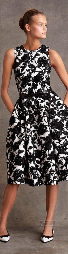 VESTIDOS DE CÓCTEL PARA MUJERES DE LAS DE 40´S O 50´S Hola Chicas!!! Este estilo de vestidos esturados son muy elegantes ideales para una fiesta de cóctel, para la oficina o para alguna cena, a mi me encantan, son ideales para mujeres de mas de 40 o 50 años con les que siempre lucirás elegante y muy femenina.