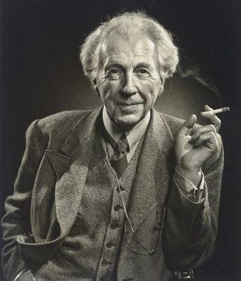 """Frank Lloyd Wright - amerikansk arkitekt. """"Falling water""""  Frank Lloyd Wright var en av de mest fremstående og innflytelsesrike arkitekter i første halvdel av 1900-tallet. I dag blir han fremdeles regnet som Amerikas mest berømte arkitekt, og han er ennå godt kjent blant svært mange.  Født: 8. juni 1867-1959, USA"""