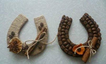 Делаем подкову — символ счастья. Фото с сайта www.facebook.com