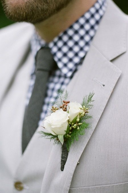 another reference for the groom's boutonniere size