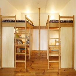 S邸・のぼり棒付きの楽しいロフトベッド!の部屋 子供スペース(造作ロフトベッド)