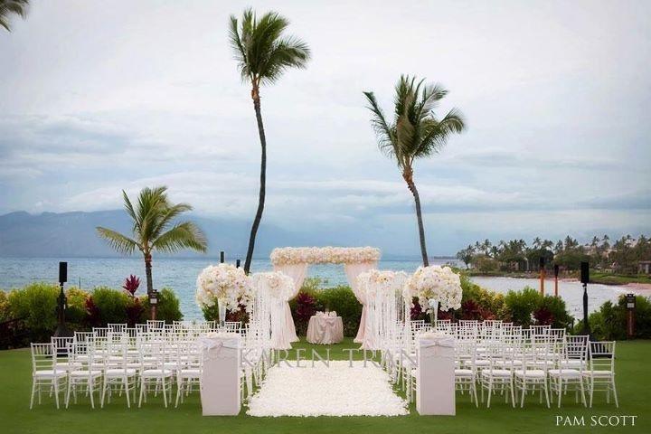 Hawaii outdoor wedding