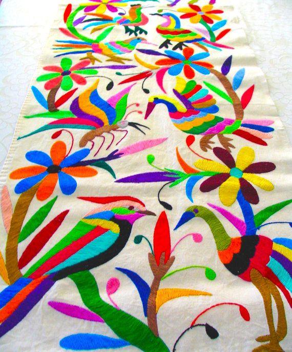 Multicolor Runner Table diseño de bordado por sugarcottonstudio