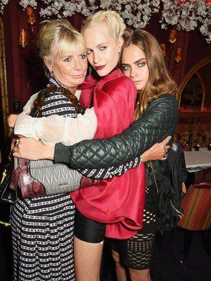 Pandora Delevingne: Pandora Delevingne mit ihren Töchtern Poppy und Cara