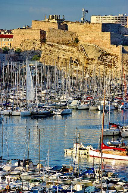 SOLEIL and SAILBOATS - Marseille au lever du soleil / le fort Saint-Nicolas France