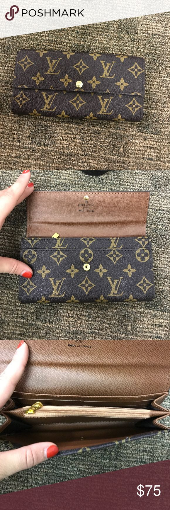 Louis Vuitton wallet Price reflect. There are 6 credit card slots. The last bottom slots shown in picture a ripped hut can still hold cards fine. Please use offer button for offers Louis Vuitton Bags Wallets