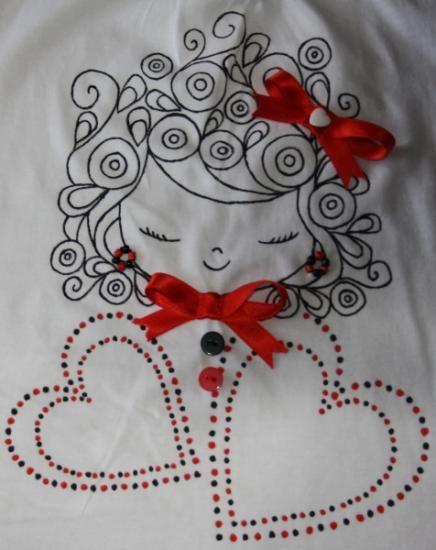 Camiseta pintada a mano con aplicaciones - artesanum com