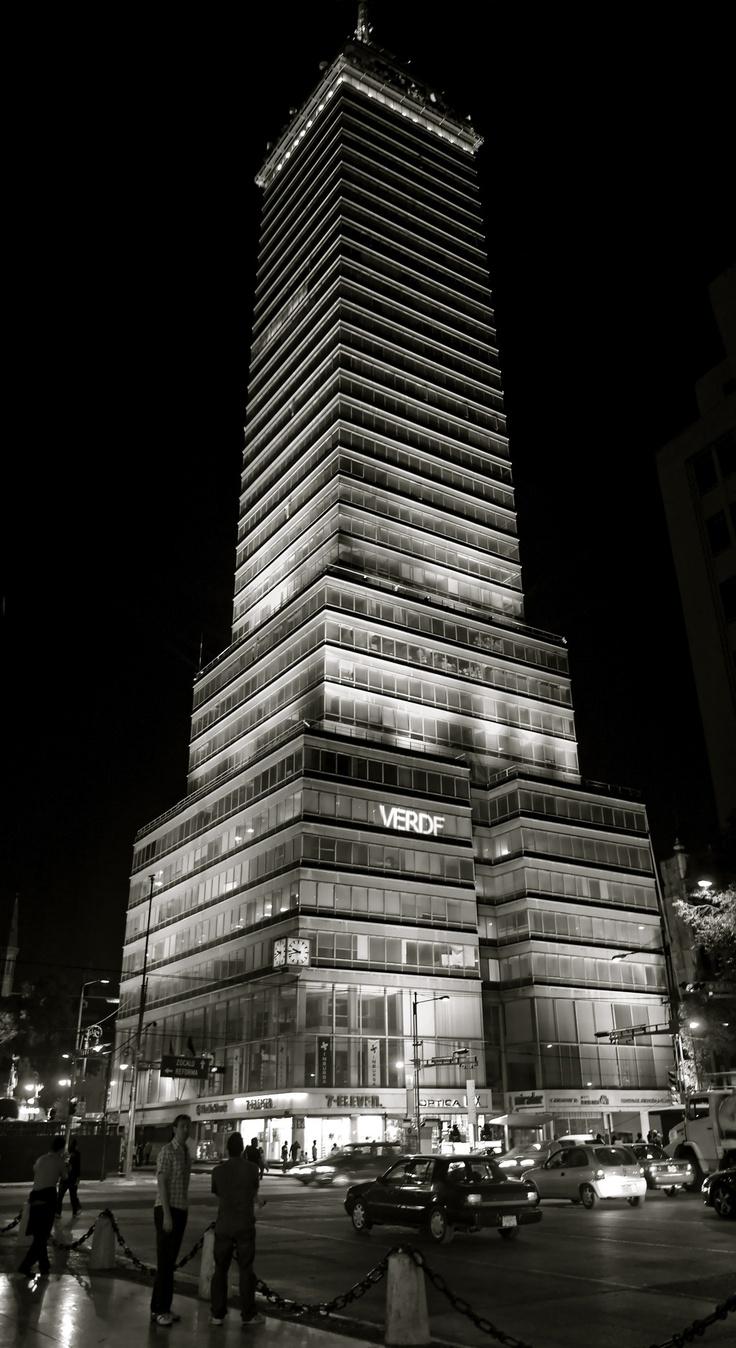 Torre Latino Americana mide 188 metros, si se incluye la antena, con 44 pisos Fue diseñada por el arquitecto Mexicano Augusto H. Álvarez