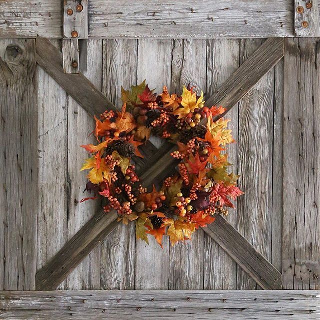 'Autumn shows us how beautiful it is to let things go' It's a beautiful day the rain brought the most wonderful fall smells! Tagged to share #designingwithdoors by @gaschenaveandco #fromrusttoroses by @vantagepointhome Sharing for #wednesdaywalldecor #wednesdaywooddecor #wellstyledwreaths #widnwednesday #newenglandhomeinspired #wowusweekdays #fortheloveofdecorgirls #decorate4theseason #barndoor #fall #falldecor