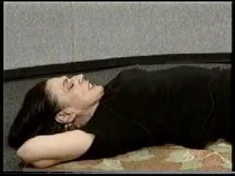 """Napi 2 perc """"aranyhal"""" gyakorlattal búcsút inthetsz a gerincfájdalmaidnak. És még sok betegségnek (videó) - Megelőzés - Test és Lélek - www.kiskegyed.hu"""