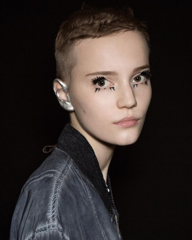 18.louis-vuitton-silver-ear-make-up-beauty-runway-ss16-oracle-fox