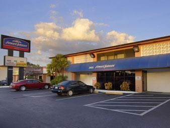 Tampa (FL) Howard Johnson Hotel - Tampa Near  Airport Stadium United States, North America Howard Johnson Hotel - Tampa Near  Airport Stadium is perfectly located for both business and leisure guests in Tampa (FL). The property features a wide range of facilities to make your stay a pleasant experience. Take advantage of the hotel's airport transfer, smoking area, business center, car park, laundry service/dry cleaning. Designed and decorated to make guests feel right at home,...