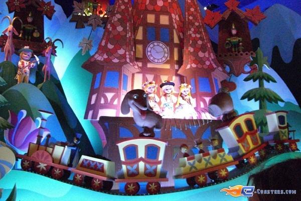 4/13 | Photo de l'attraction It's a Small World située à @Disneyland Paris (France). Plus d'information sur notre site www.e-coasters.com !! Tous les meilleurs Parcs d'Attractions sur un seul site web !!