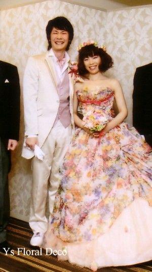 カラフルな花柄ドレスに ミックスカラーのラウンドブーケ アーティフィシャルフラワー@品川プリンスホテル ys floral deco