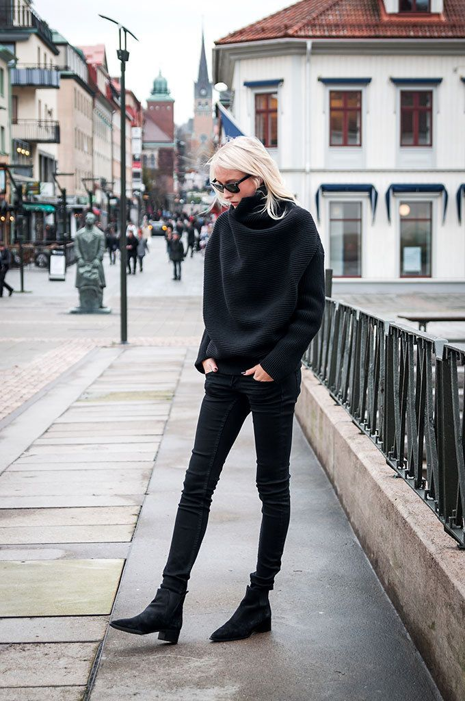 An oversized sweater will look great worn with skinny black jeans and Chelsea boots, as shown here by Ellen Claesson. Rocking the all black style, this outfit is perfect for any season or occasion. Knit/ Boots: Acne Studios, Jeans: Gina Tricot.