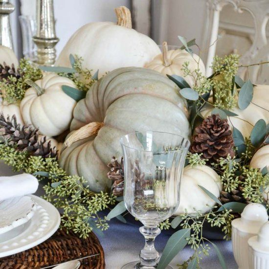 20+ Thanksgiving tablescape decorating ideas with natural elements! (Image Courtesy of Stone Gable Blog)