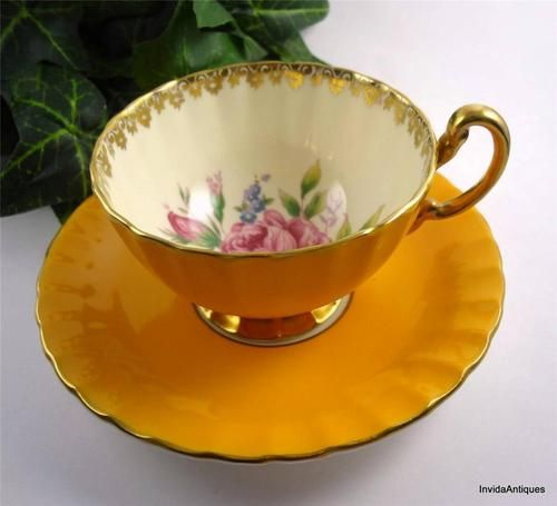 https://i.pinimg.com/736x/43/05/97/4305975cffcc37d2136e2b0c44853260--gold-flowers-fine-china.jpg