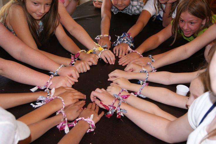 Bandana Bracelets: Camps Ideas, Bandanas Crafts, Church Camps Crafts Ideas, Church Camps Cabins, Bandanas Bracelets Oh, Crafts Projects, Wednesday Nests, Quick Crafts, Girls Scouts