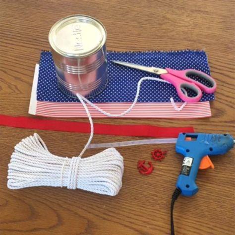 VIDEO - Hoje tem tutorial!!! Domingo relax com lembranças usando lata de leite em pó !!  a inspiração foi no tema marinheiro! Você vai precisar de : - lata de leite em pó - tecido em estampa a definir - papel em estampa a definir - corda ou barbante - tesoura - cola quente - pingentes e adornos Divirtam-se!!! #facavocemesmo #mariferola #videosmariferola #videostutorial #diy #diyparty #diyvideos #diydecoration #instaparty #latadeleiteninho