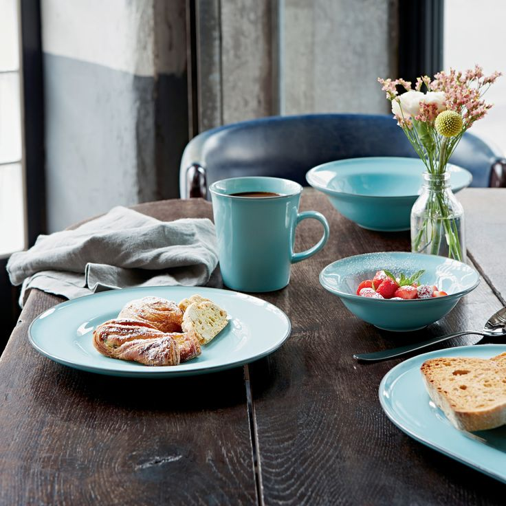 Create a table setting reminiscent of the calm Mediterranean sea with Gordon Ramsay by Royal Doulton Union Street Cafe.