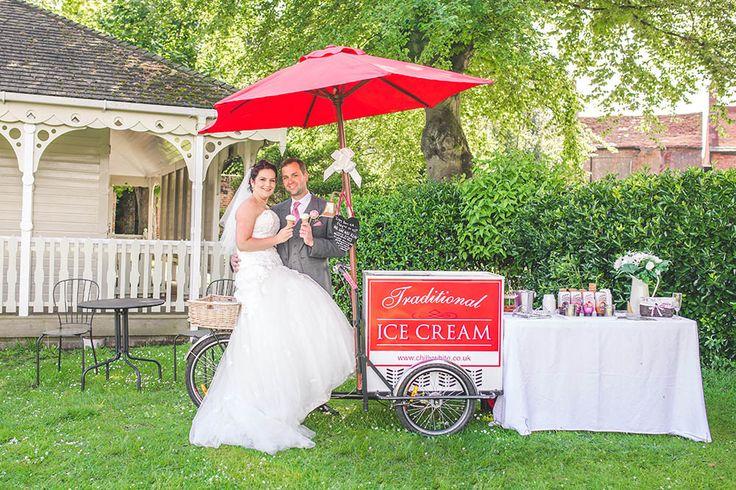 kings-arms-pavilion-ice-cream-wedding-couple