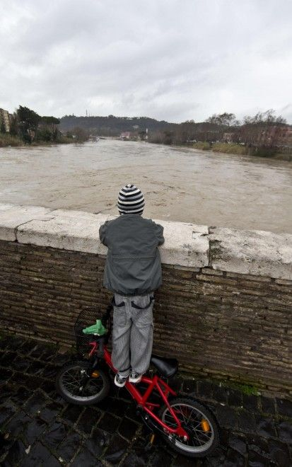 The Tiber rises high due to constant and long-lasting rain over Italy, 3 February 2014.