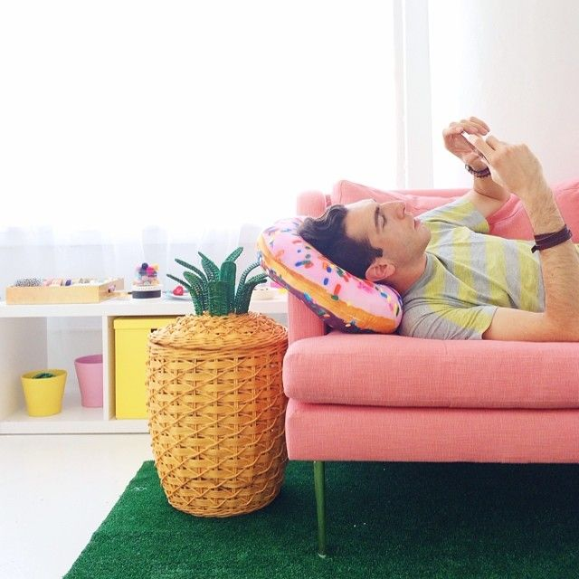 need that pink couch and pineapple basket