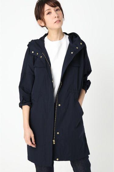 T/Cグログランポンチョコート  T/Cグログランポンチョコート 9720 ジャケット感覚で軽く羽織れるコートは季節の境目などにロングシーズン活躍するアイテム ゴールドのパーツ使いが全体を引き締めカジュアルながら女性らしく着て頂けます ポンチョ風のシルエットでラフに着るだけでサマになる1着です モデルサイズ:身長:166cm バスト:78cm ウェスト:59cm ヒップ:88cm 着用サイズ:フリー