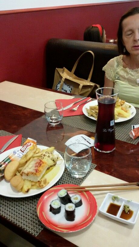 16.8.'15 #japanese food @ Wok p.f. avec mum  yayyyyy! #10$ × .. #buffet #vegetablesushi #fried potatoes pizza #grissini anguria icecream  3× noisette lime pistacho sorbetto lime #sweet allin y redwine 0,5 lt. Hot #partyformadonnabirthday y byebye #ratto <  oooh. Finally avec  Br! 2-3PM.