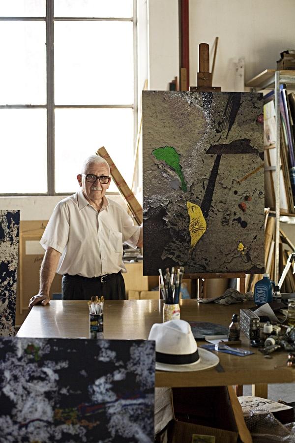 Jorge Roiger comparte taller con su colega Luis Felipe Noé en Central Park, un complejo comercial que alberga los talleres de trece artistas.
