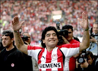 Maradona with Olympiakos shirt!     //// Betting - http://bilis.gr/