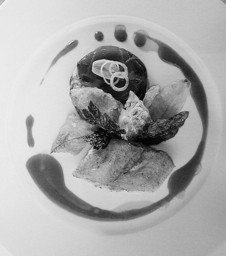 tonno di trota al profumo di arancia, flan di parmigiano e pere, marmellata di sedano, maionese di fagioli zolfini, cipollotti farciti con capperi acciughe semi-confit. di Andrea Mencarelli - Chef on duty - food&more