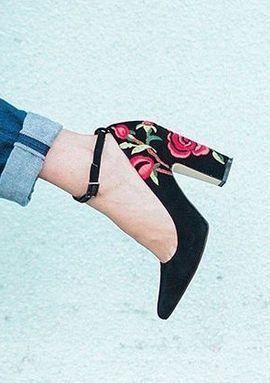 Descubre esta selección de zapatos, sandalias y botines con bordados