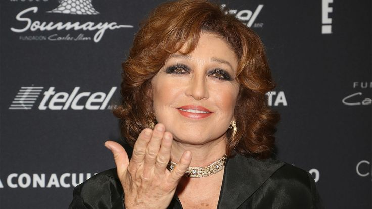Angélica María.  - La cantante es sobreviviente de cáncer de seno, el cual le fue diagnosticado en 1997 cuando tenía 53 años, le extirparon el tumor y actualmente sigue apoyando campañas para crear conciencia sobre la enfermedad.