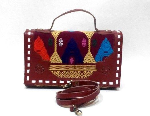 Using Tenun Songket Lombok mix Premium Cow Leather. Size. 25×15×6cm IDR.375.000,-