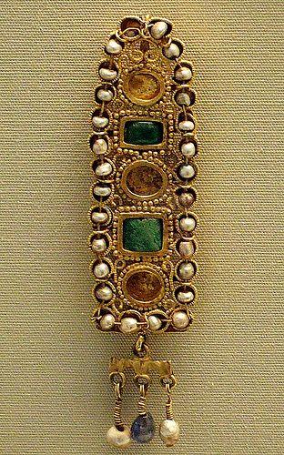Roman, 3rd century AD, Tunis Gold hair ornament