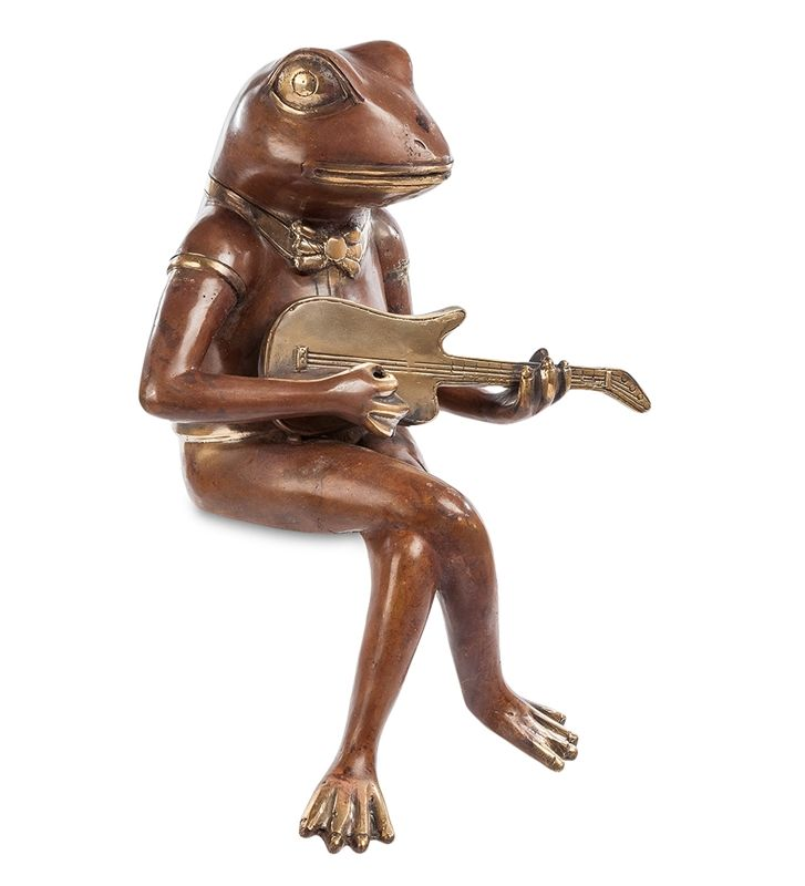 Фигурка «Лягушка с гитарой» 43-031 (бронза, о. Бали)   Бренд: Perunggu & Emas Nasional (Индонезия);    Страна производства: Индонезия;   Материал: Бронза;   Длина: 18 см;   Ширина: 23 см;   Высота: 35 см;   Вес: 1,8 кг;          #statuette #figurine #bronze #Indonesia #статуэтка #фигурка #бронза #Индонезия