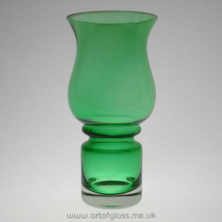 Riihimaki green Tulppaani glass vase by Tamara Aladin