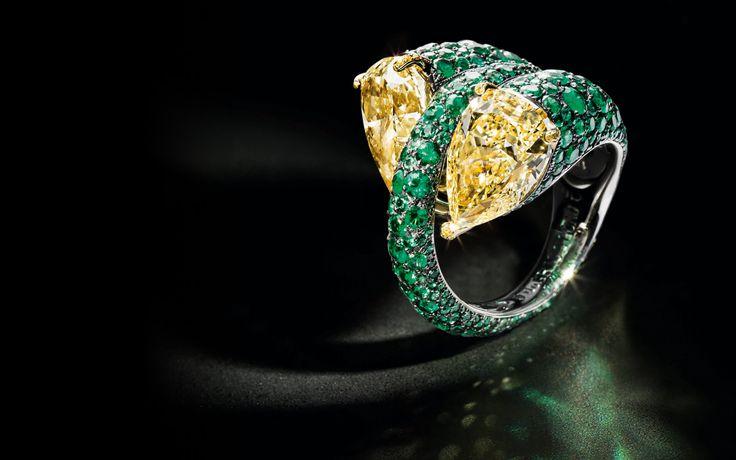 Высокое ювелирное искусство-это волшебное царство великолепных украшений и уникальные драгоценные камни. Красота наглость.
