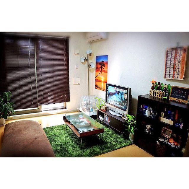 【kurodatomoko】さんのInstagramをピンしています。 《お部屋をリニューアル〜♪♪ 念願の緑のカーペットget✨ 茶色と緑でロースタイルの落ち着く空間 来月にはL字型ソファもくるしるんるん〜♪ 最近ロビ(うさぎ)が観葉植物を食べてるから葉がどんどん少なくなってく #1人暮らし #二人暮らし #ロビ #うさぎ #マイルーム #落ち着く部屋づくり #落ち着く空間 #ロースタイル #ヨギボー #人間をダメにするクッション #serf #アジアン #アメリカン #ごちゃまぜ #好きな物を好きなだけ #シンプル #自然 #森 #イメージ #観葉植物 #間接照明 #ニトリ #DIY #インテリア #雑貨 #小物》