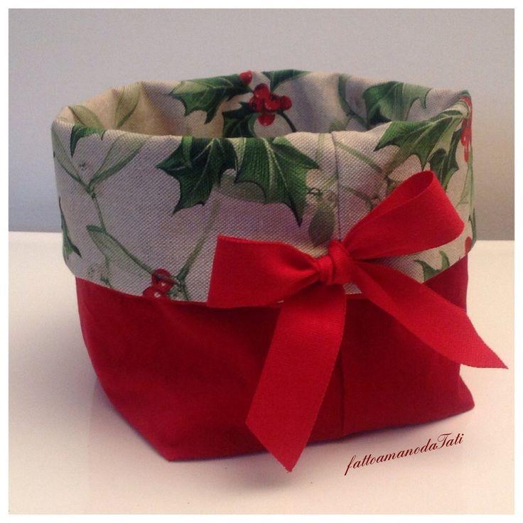 Cestino natalizio in velluto rosso e cotone ecrù  stampa agrifoglio, by fattoamanodaTati, 22,00 € su misshobby.com