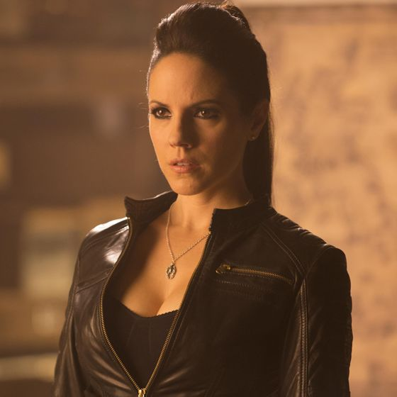 Anna Silk, Bo | Lost Girl, renewed for 5th season