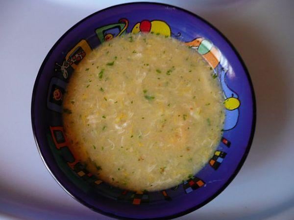 Opět polévka co dům dal... :o)))<br>Z mouky a másla usmažíme světlounkou jíšku. Zalijeme vodou. Na h...