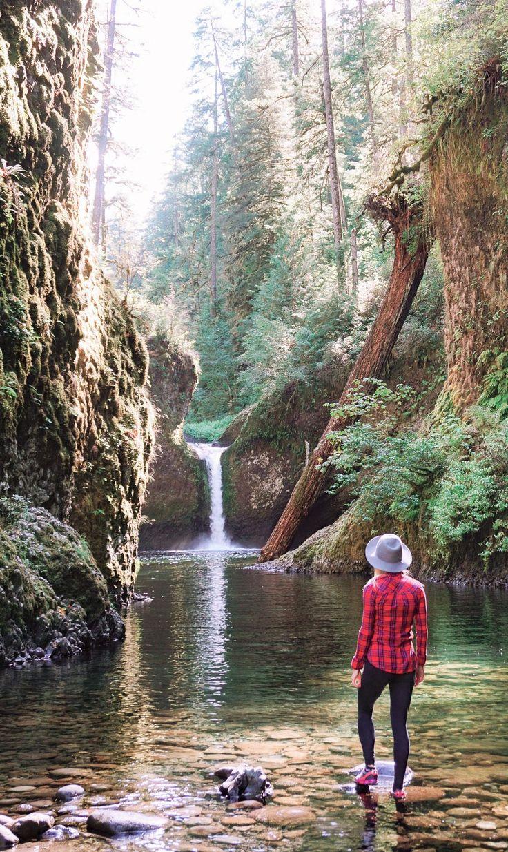 Punchbowl Falls in Eagle Creek Trail, Oregon