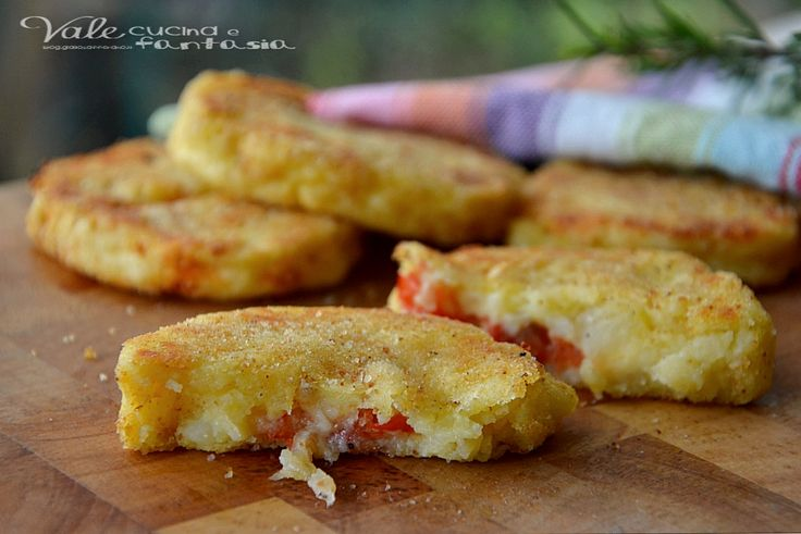 Polpette di patate con pomodoro e mozzarella, golose e sfiziose un secondo piatto ricco e facile da fare, ideali anche come antipasto e aperitivo