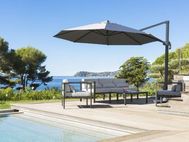 Un grand parasol pour une protection optimale au soleil
