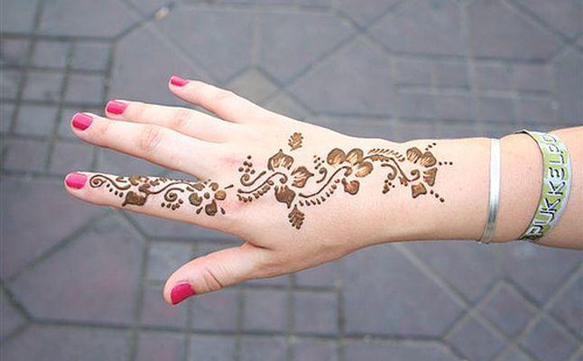 تفسير حلم الحناء لليد والشعر في المنام للعزباء والمتزوجة Hand Henna Henna Tattoos